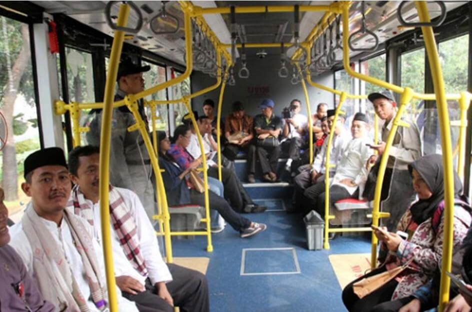 Bepergian menggunakan busway