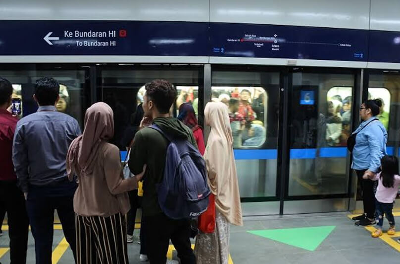 MRT memiliki jadwal yang tepat waktu